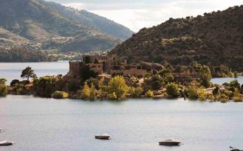 Se vende isla con castillo